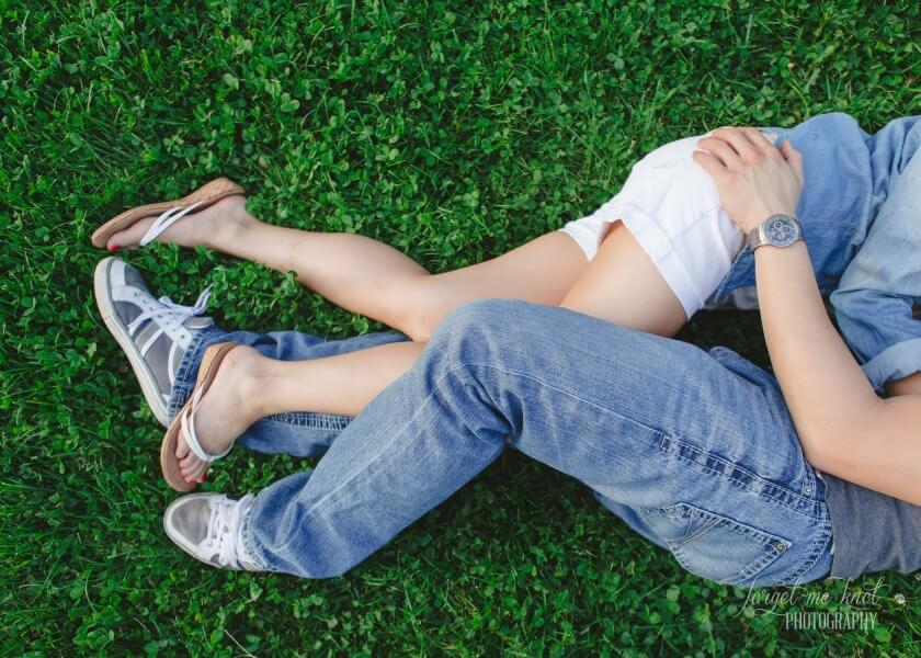 engaged couples legs in grass at columbus ohio photography engagement