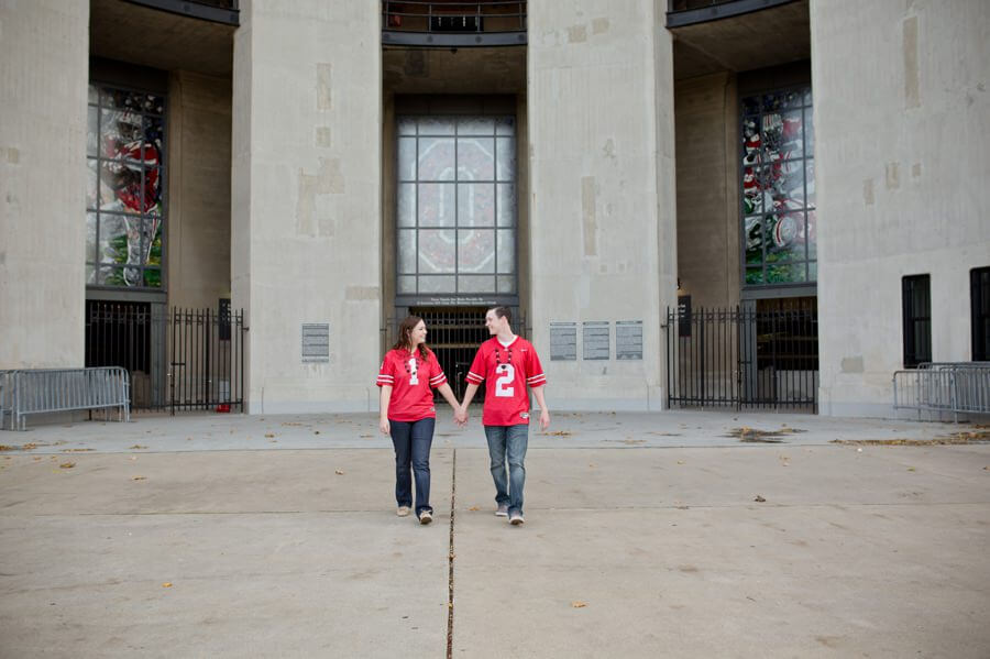 engagement photo of couple at ohio state rotunda