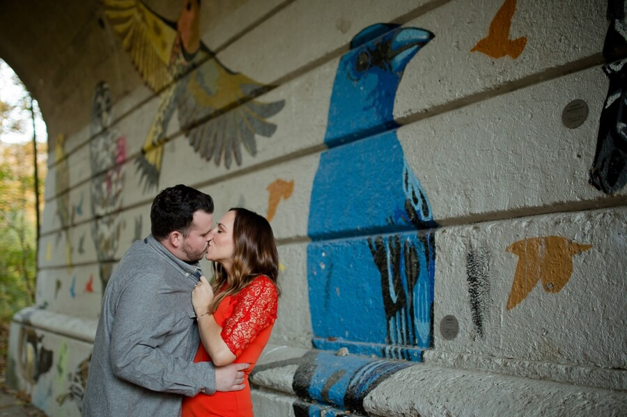 kissing couple at glen echo park
