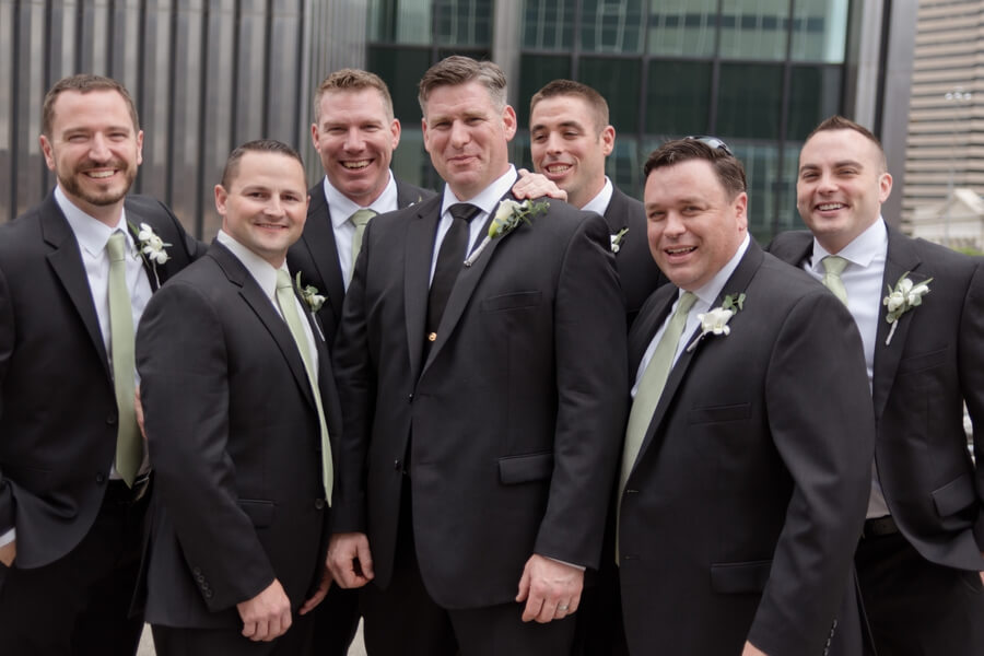 groom with groomsmen in columbus ohio