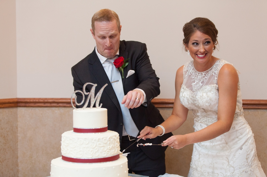 couple cutting wedding cake at the galleria