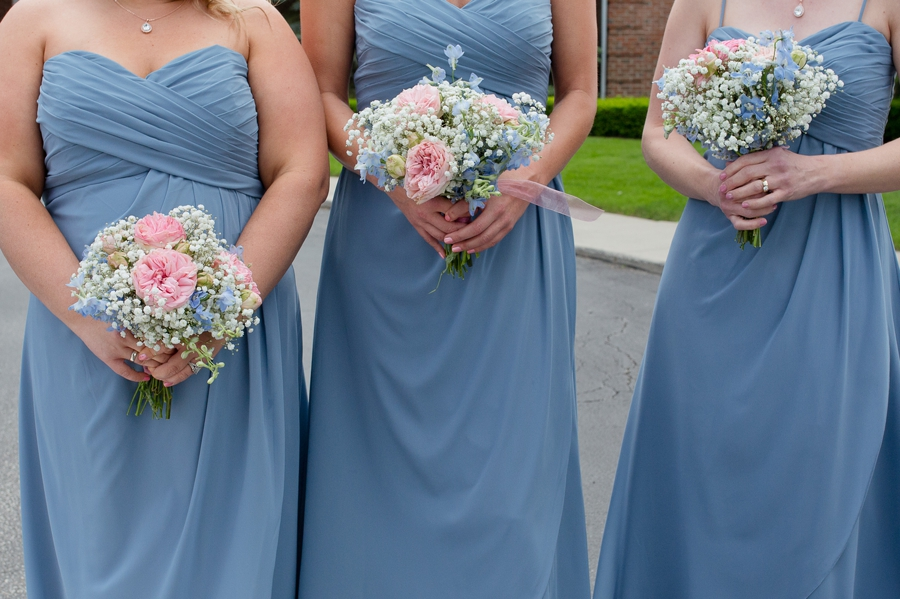 bridesmaids bouquets with baby's breath