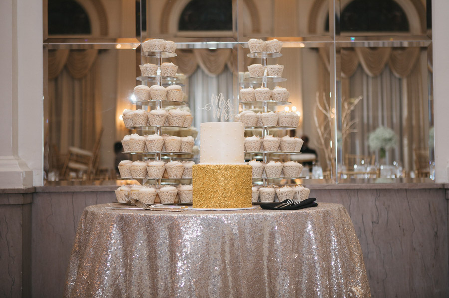wedding cake and cupcakes at the westin great southern