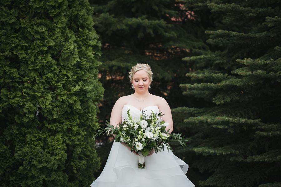 bride with green and white bouquet
