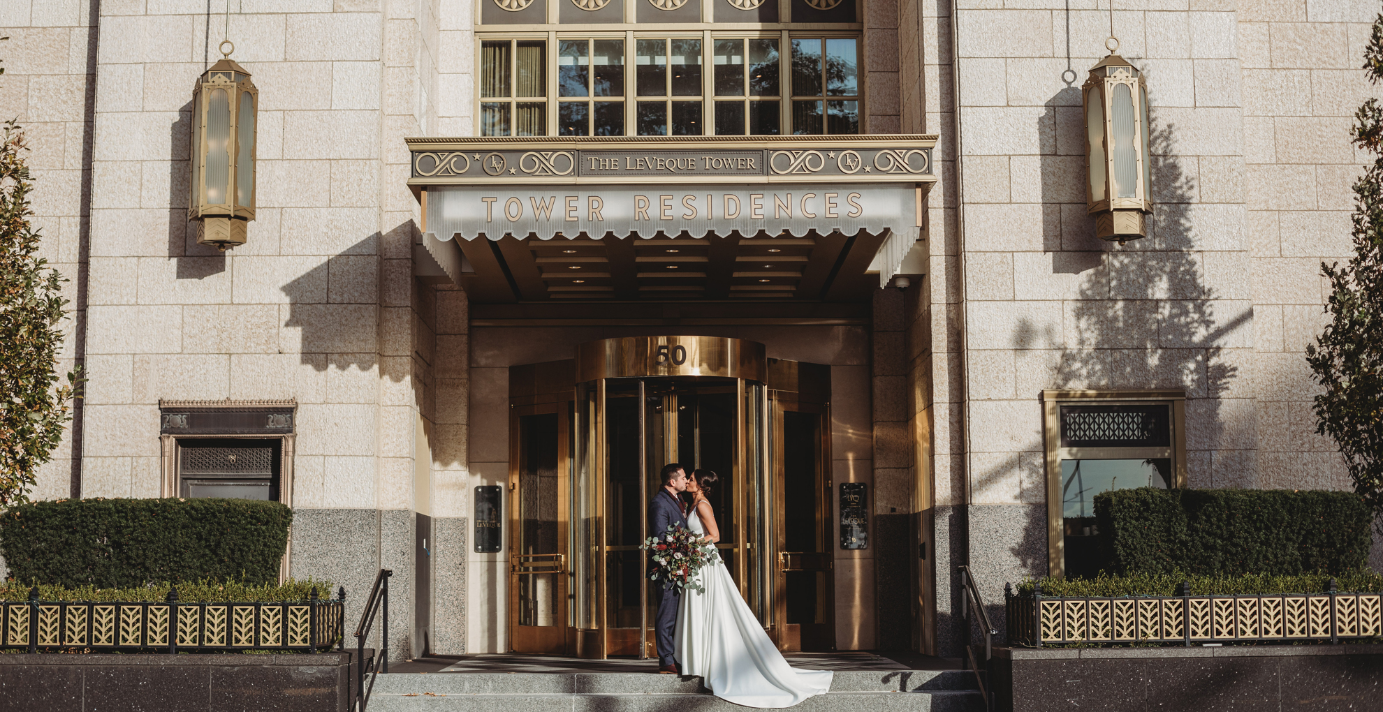 married couple kissing at Hotel LeVeque in Columbus Ohio
